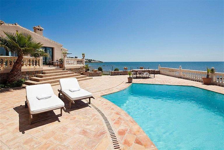 Chalet en alquiler en calle De la Playa, Divina Pastora en Marbella - 357217692