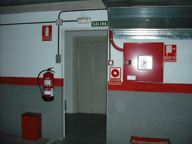 Garaje en alquiler en calle Dinamarca, Centro en Fuenlabrada - 76733019