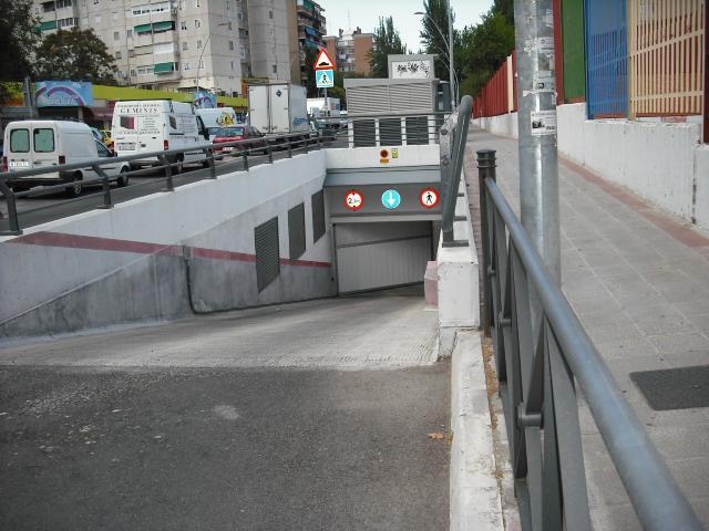 Garaje en alquiler en calle Dinamarca, Centro en Fuenlabrada - 76733039