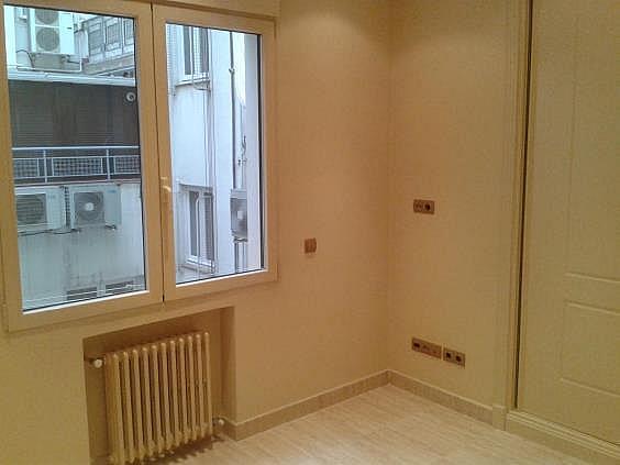 Piso en alquiler en calle Antonio Acuña, Retiro en Madrid - 320597450