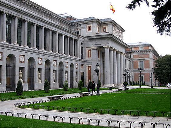 Piso en alquiler en calle Ruiz de Alarcon, Jerónimos en Madrid - 321775898