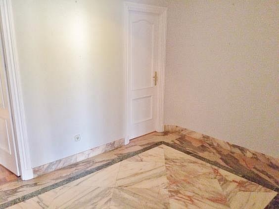 Piso en alquiler en calle Ruiz de Alarcon, Jerónimos en Madrid - 321775952