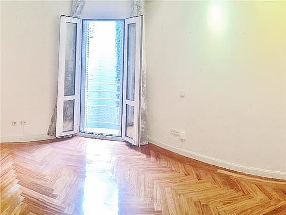 Piso en alquiler en calle Ruiz de Alarcon, Jerónimos en Madrid - 321775988