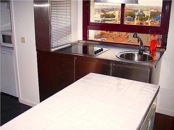 Piso en alquiler en calle Ribera de Curtidores, Embajadores-Lavapiés en Madrid - 325650508