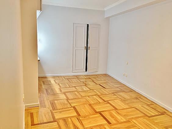 Piso en alquiler en calle Fernando El Santo, Almagro en Madrid - 330973751