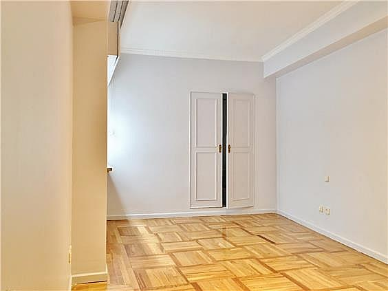Piso en alquiler en calle Fernando El Santo, Almagro en Madrid - 330973754