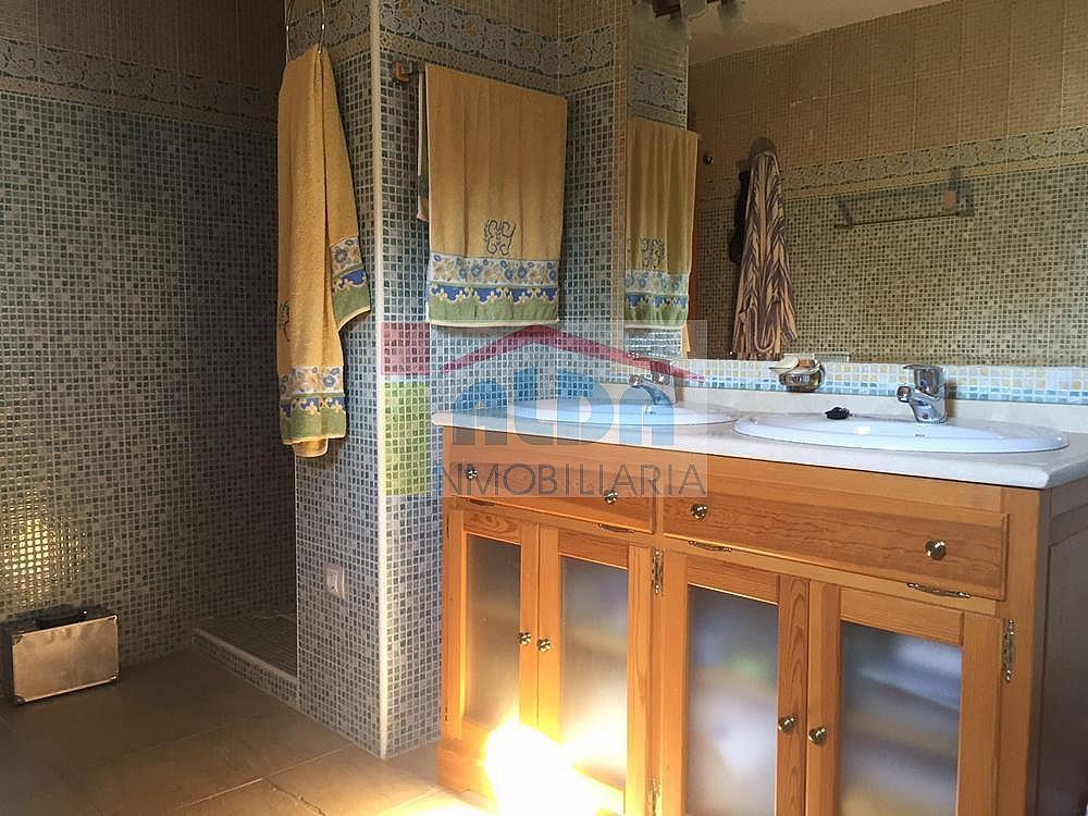 Baño - Chalet en venta en calle El Bosque, Villaviciosa de Odón - 350731792