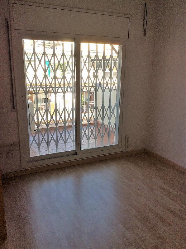 Dormitorio - Piso en venta en Les Roquetes-Canyelles en Barcelona - 362087981