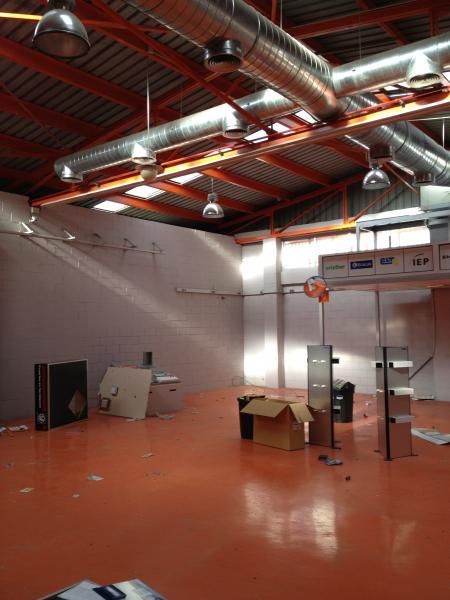 Planta baja - Nave industrial en alquiler en El Pla en Sant Feliu de Llobregat - 110695196