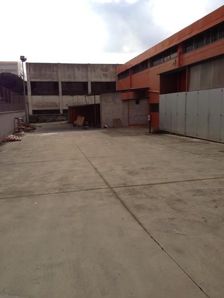 Patio trasero - Nave industrial en alquiler en El Pla en Sant Feliu de Llobregat - 122366653
