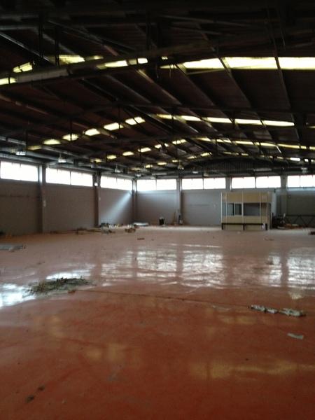 Planta baja - Nave industrial en alquiler en El Pla en Sant Feliu de Llobregat - 122366657