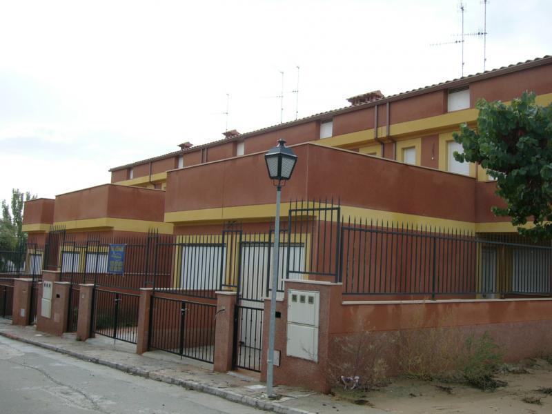 Casa adosada en alquiler opción compra en calle Erustes, Carpio de Tajo (El) - 95533094