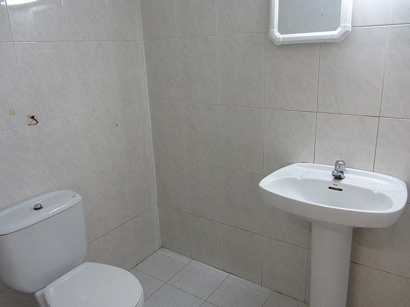 Local en alquiler en calle Montserrat, Sant Esteve Sesrovires - 235114443