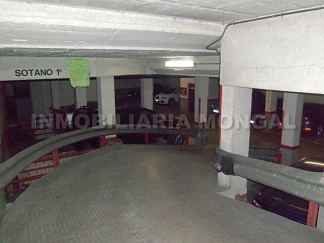 Parking en alquiler en calle Montmany, Centre en Sant Boi de Llobregat - 257391611