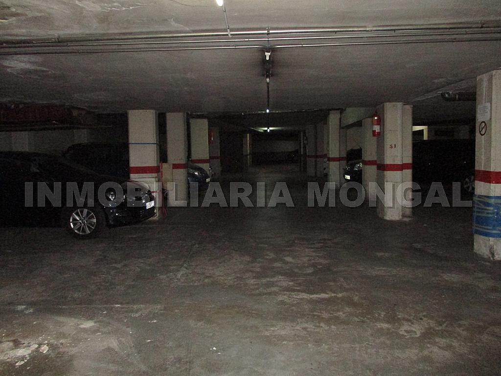 Parking en alquiler en calle Eusebi Güell, Centre en Sant Boi de Llobregat - 328501197