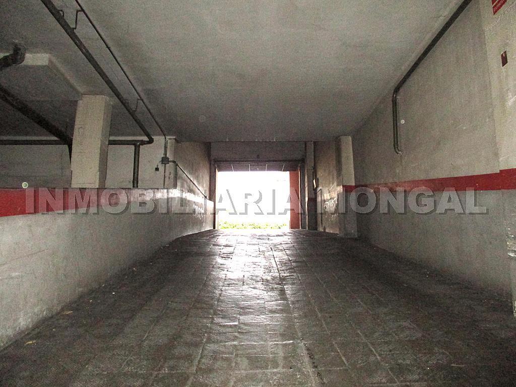 Parking en alquiler en calle Eusebi Güell, Centre en Sant Boi de Llobregat - 328501201