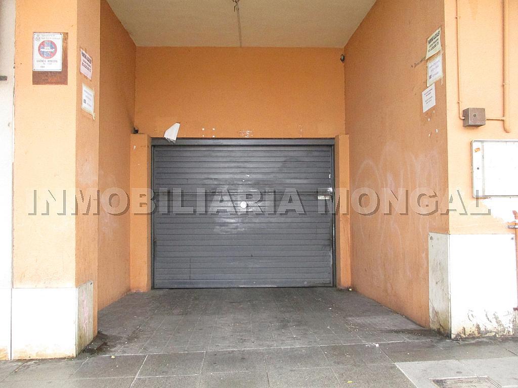 Parking en alquiler en calle Eusebi Güell, Centre en Sant Boi de Llobregat - 328501209