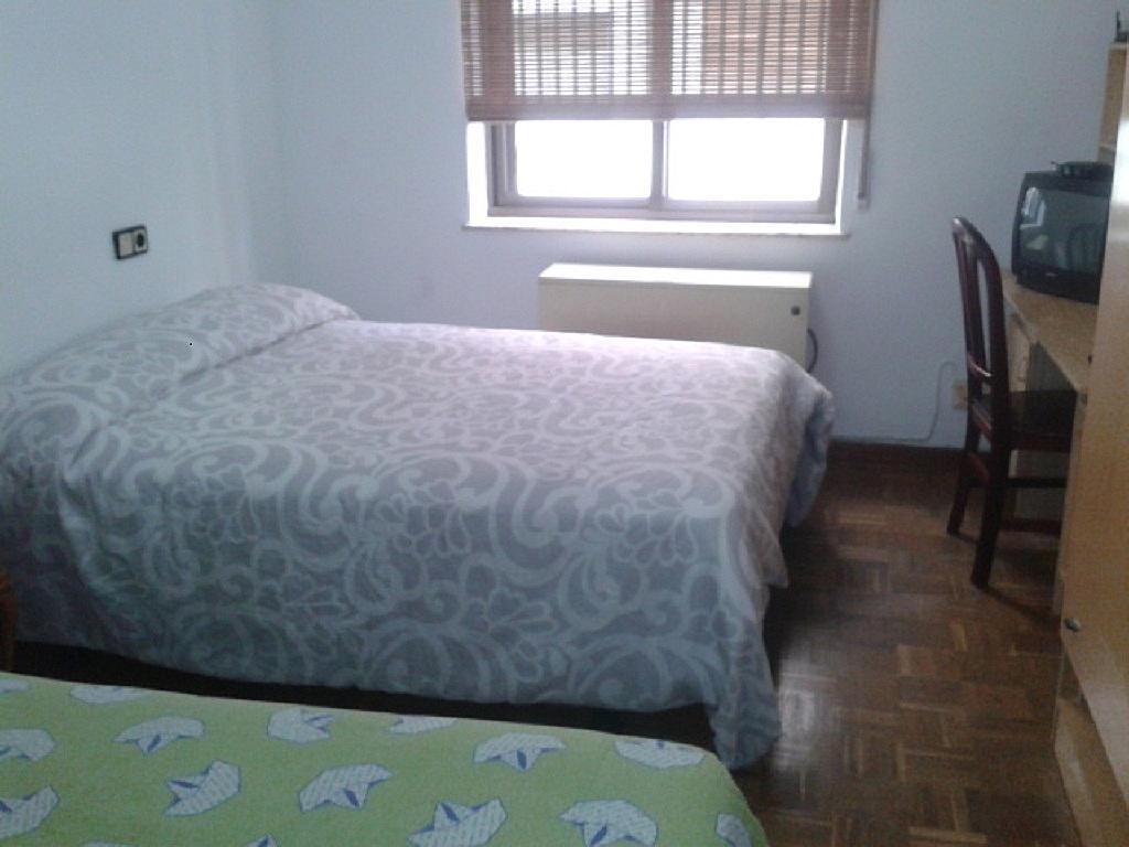 Apartamento en alquiler de temporada en calle Vitigudino, San Bernardo en Salamanca - 240383264