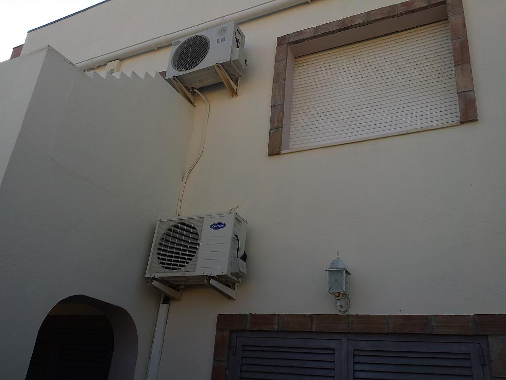 Casa en alquiler en carretera De Arenas, Carretera de Arenas en Vélez-Málaga - 211408506
