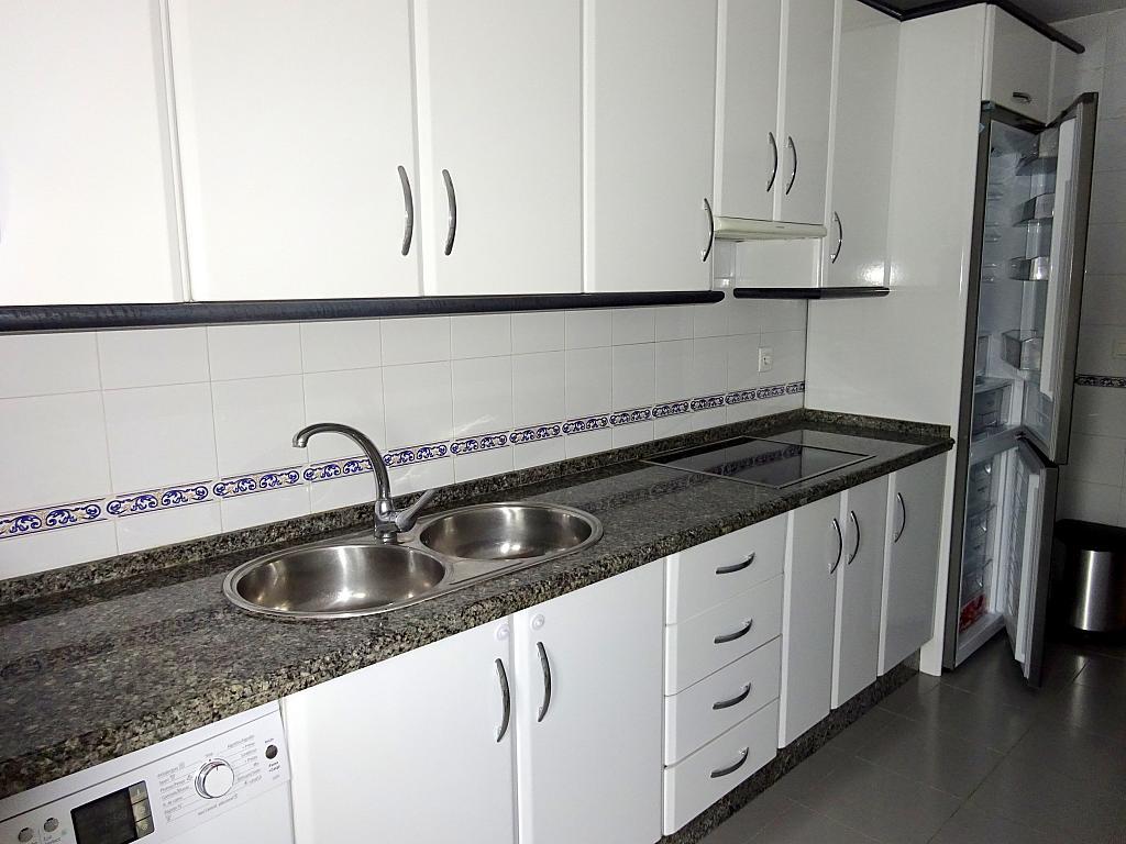 Piso en alquiler en calle Almendralejo, Av. Ciencias-Emilio Lemos en Sevilla - 277054404