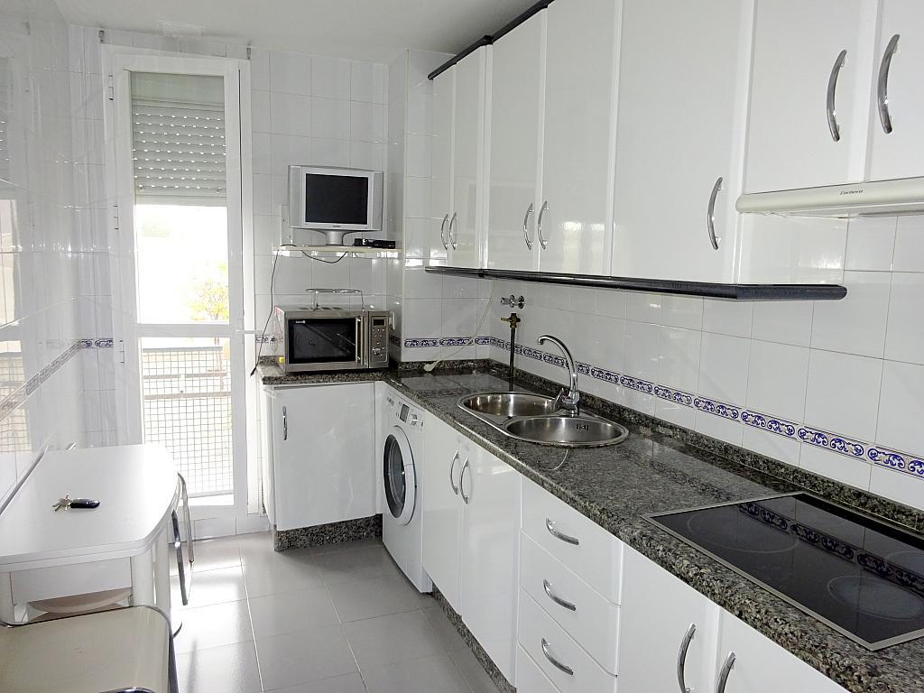 Piso en alquiler en calle Almendralejo, Av. Ciencias-Emilio Lemos en Sevilla - 277054409