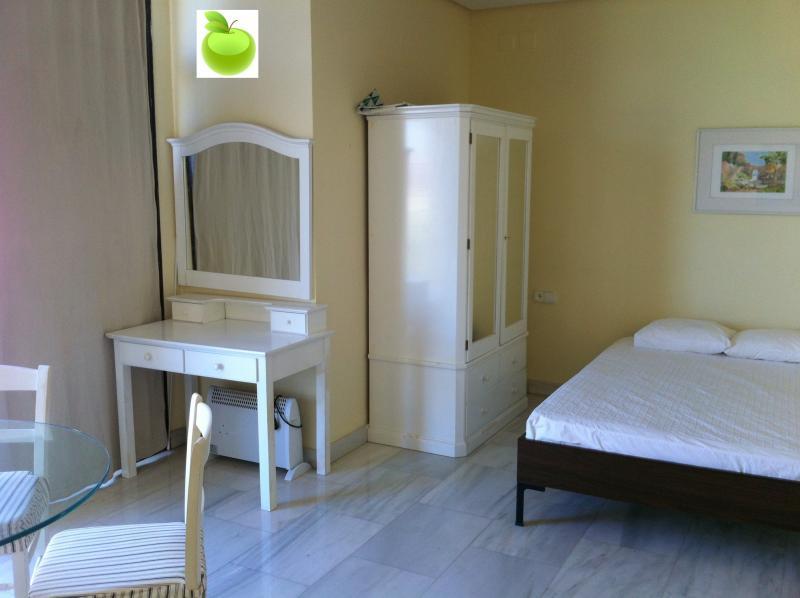 Apartamento en alquiler en calle Alcalde Luis Uruñuela, Este - Alcosa - Torreblanca en Sevilla - 116849119