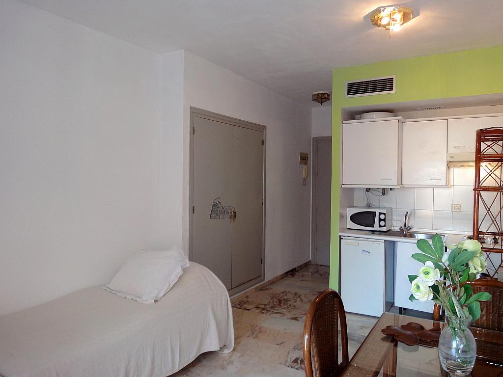 Dormitorio - Estudio en alquiler en calle Alcalde Luis Uruñuela, Este - Alcosa - Torreblanca en Sevilla - 145652034