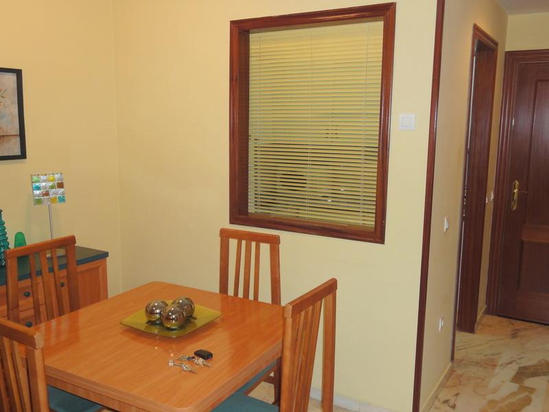 Salón - Apartamento en alquiler en calle Alcalde Luis Uruñuela, Este - Alcosa - Torreblanca en Sevilla - 121089021