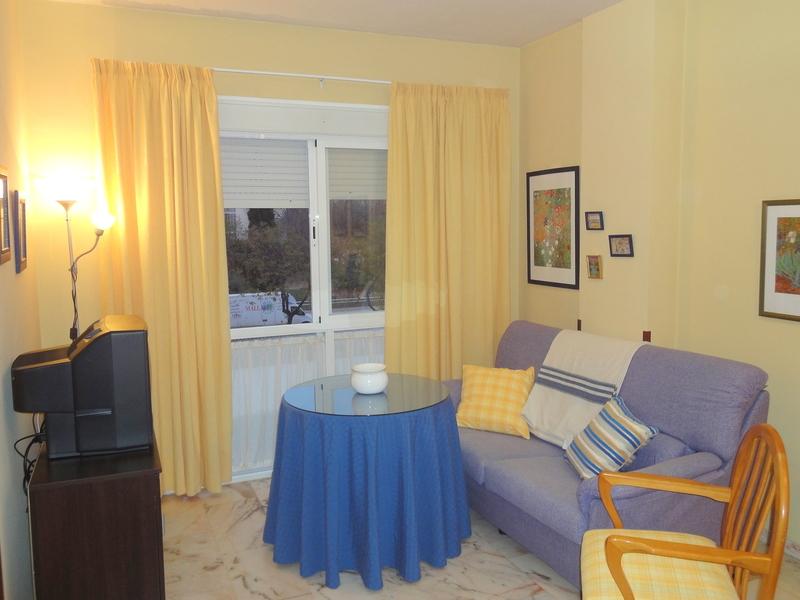 Salón - Apartamento en alquiler en calle Alcalde Luis Uruñuela, Este - Alcosa - Torreblanca en Sevilla - 121089035