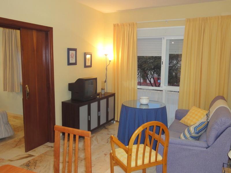 Salón - Apartamento en alquiler en calle Alcalde Luis Uruñuela, Este - Alcosa - Torreblanca en Sevilla - 121089039
