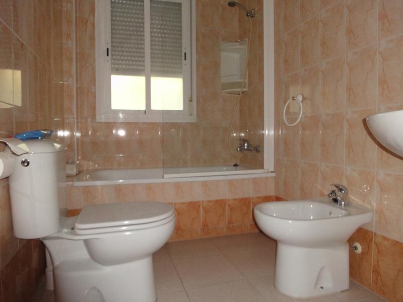 Baño - Piso en alquiler en calle Alcalde Luis Uruñuela, Entrepuentes en Sevilla - 121543886