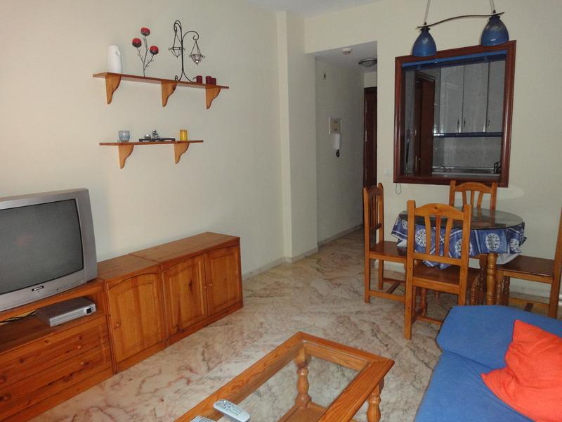 Salón - Piso en alquiler en calle Alcalde Luis Uruñuela, Entrepuentes en Sevilla - 121543908