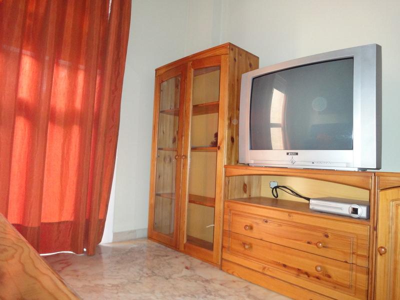 Salón - Piso en alquiler en calle Alcalde Luis Uruñuela, Entrepuentes en Sevilla - 121543914