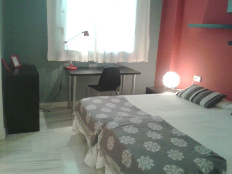 Dormitorio - Piso en alquiler en calle Alcalde Luis Uruñuela, Entrepuentes en Sevilla - 121656237