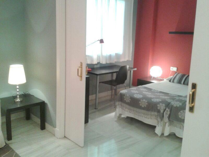 Dormitorio - Piso en alquiler en calle Alcalde Luis Uruñuela, Entrepuentes en Sevilla - 121656243