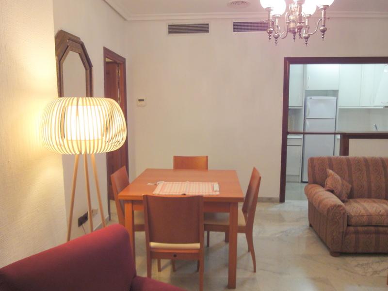 Piso en alquiler en calle Ramon y Cajal Sector, Nervión en Sevilla - 123336176