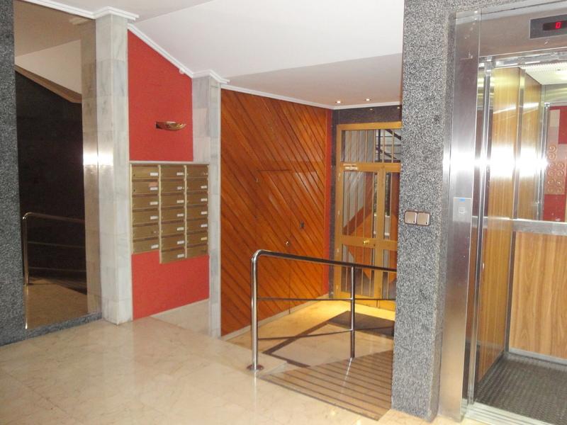 Piso en alquiler en calle Ramon y Cajal Sector, Nervión en Sevilla - 123336202