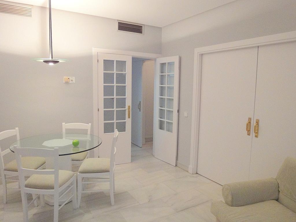 Salón - Apartamento en alquiler en calle Alcalde Luis Uruñuela, Entrepuentes en Sevilla - 127135260