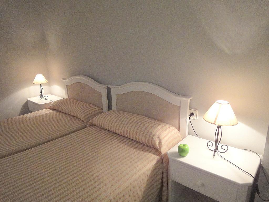 Dormitorio - Apartamento en alquiler en calle Alcalde Luis Uruñuela, Entrepuentes en Sevilla - 127135263