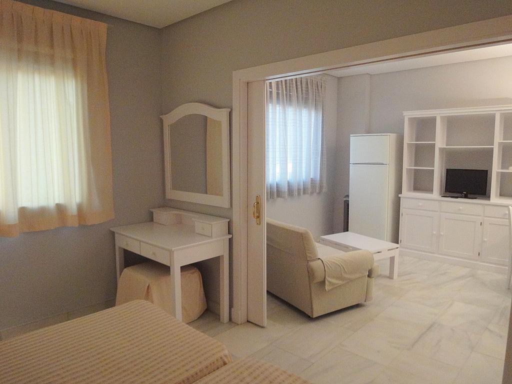 Dormitorio - Apartamento en alquiler en calle Alcalde Luis Uruñuela, Entrepuentes en Sevilla - 127135265