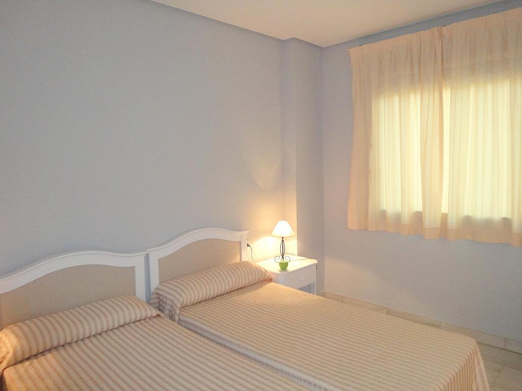 Dormitorio - Apartamento en alquiler en calle Alcalde Luis Uruñuela, Entrepuentes en Sevilla - 127135268