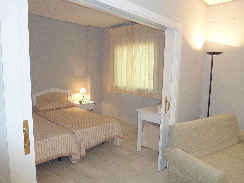 Dormitorio - Apartamento en alquiler en calle Alcalde Luis Uruñuela, Entrepuentes en Sevilla - 127135270