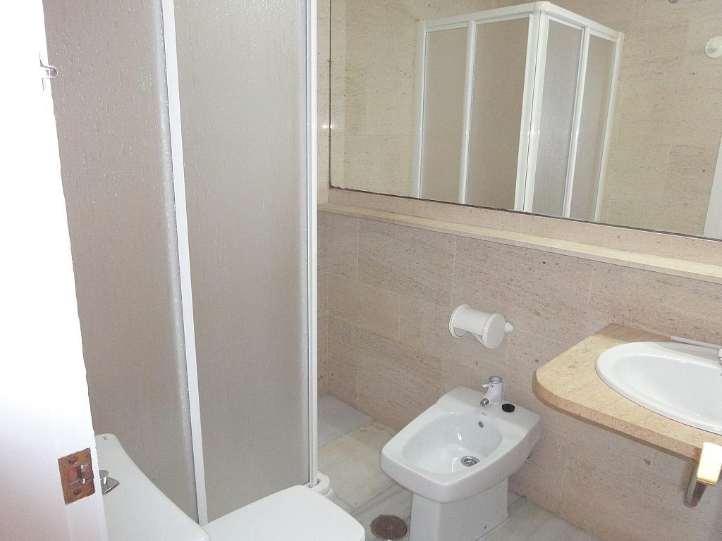 Dormitorio - Apartamento en alquiler en calle Alcalde Luis Uruñuela, Entrepuentes en Sevilla - 127135272
