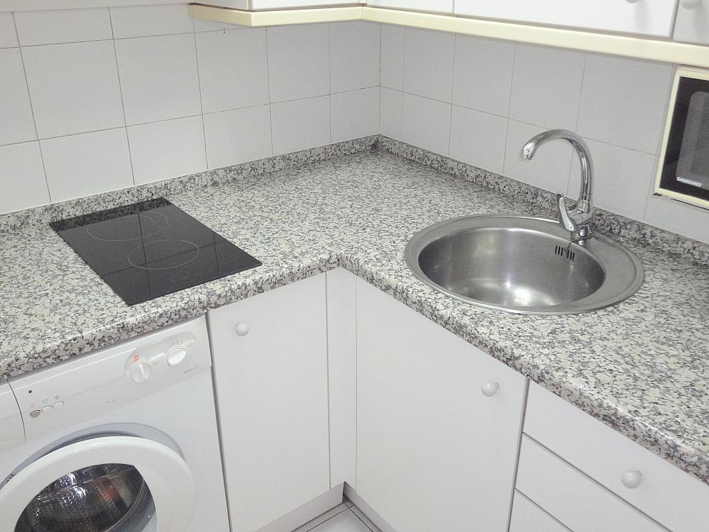 Cocina - Apartamento en alquiler en calle Alcalde Luis Uruñuela, Entrepuentes en Sevilla - 127135277