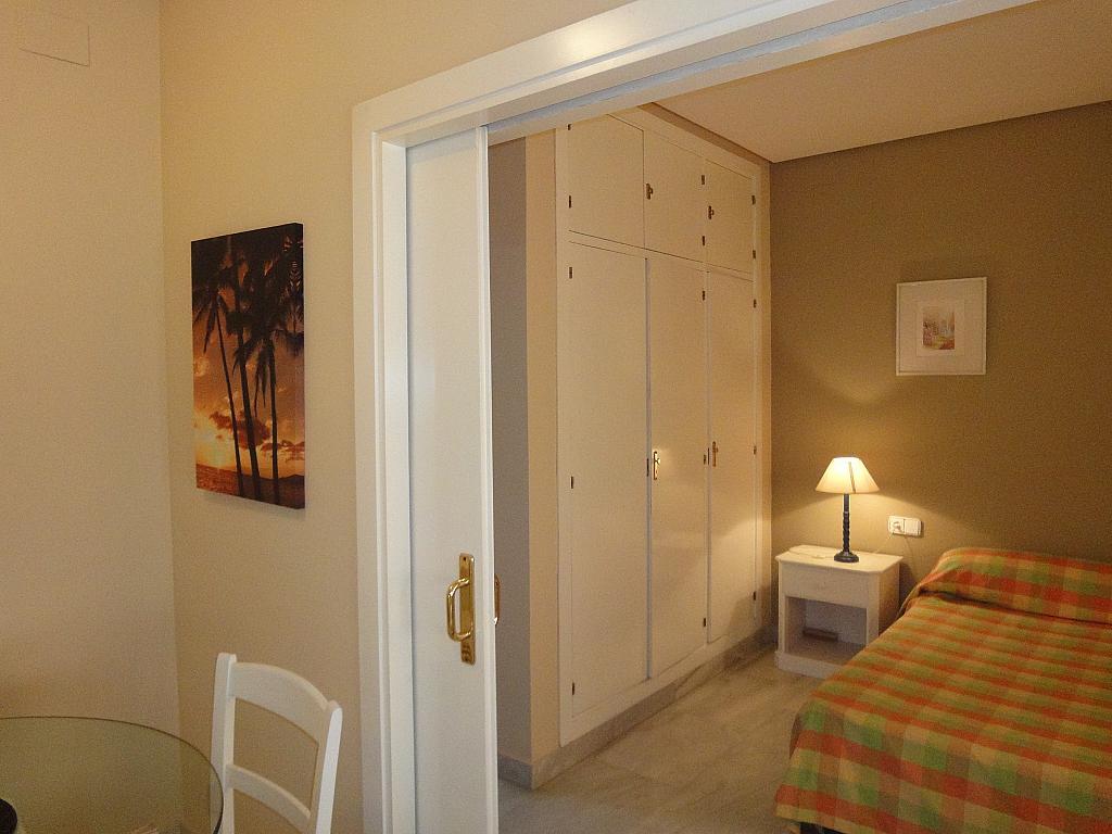 Dormitorio - Piso en alquiler en calle Alcalde Luis Uruñuela, Entrepuentes en Sevilla - 140678946