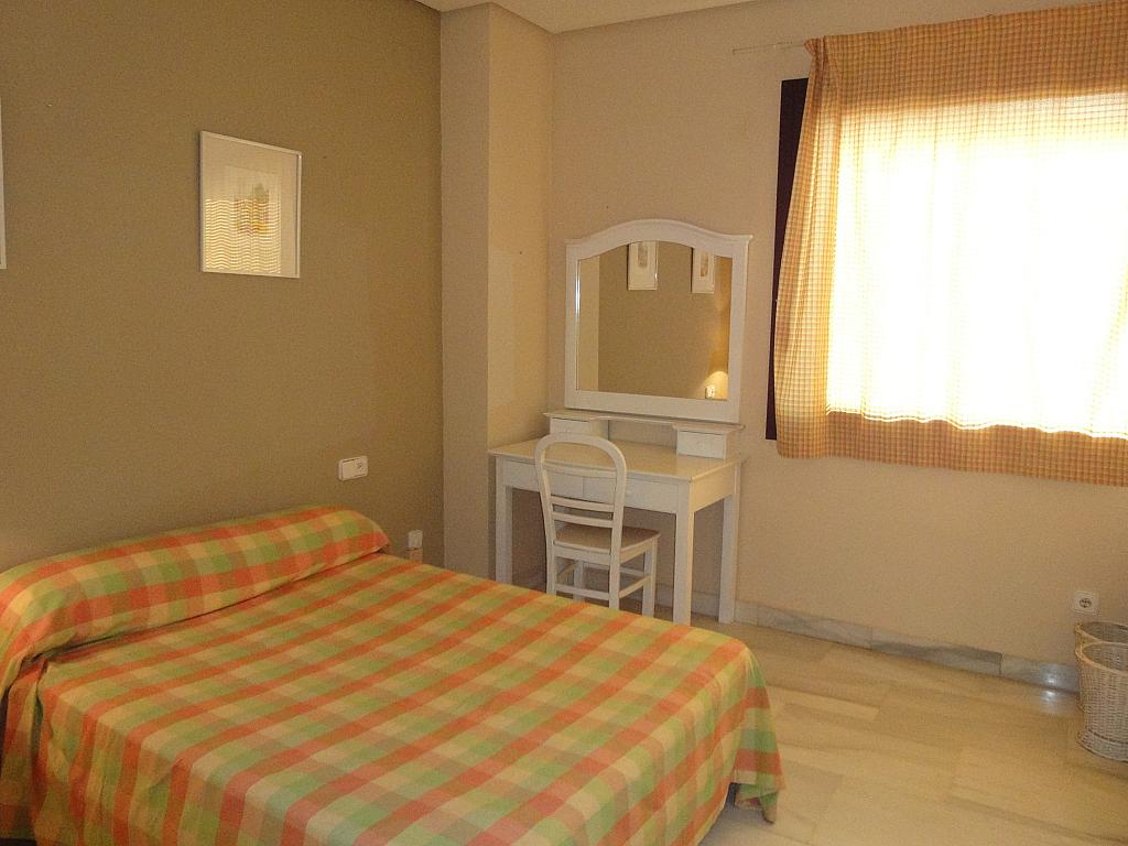 Dormitorio - Piso en alquiler en calle Alcalde Luis Uruñuela, Entrepuentes en Sevilla - 140678992