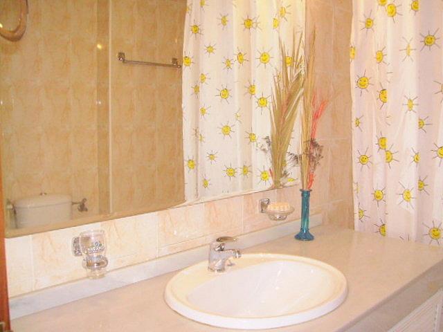 Baño - Apartamento en alquiler en calle Alcalde Luis Uruñuelas, Av. Ciencias-Emilio Lemos en Sevilla - 141544395