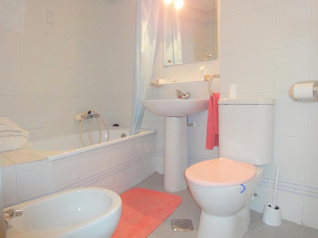 Baño - Estudio en alquiler en calle Alcalde Luis Uruñuelas, Av. Ciencias-Emilio Lemos en Sevilla - 143729049