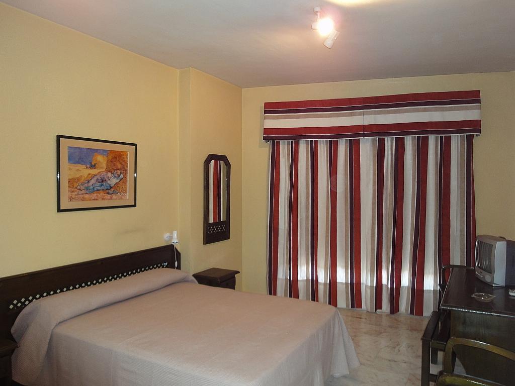 Dormitorio - Estudio en alquiler en calle Alcalde Luis Uruñuela, Av. Ciencias-Emilio Lemos en Sevilla - 144561149