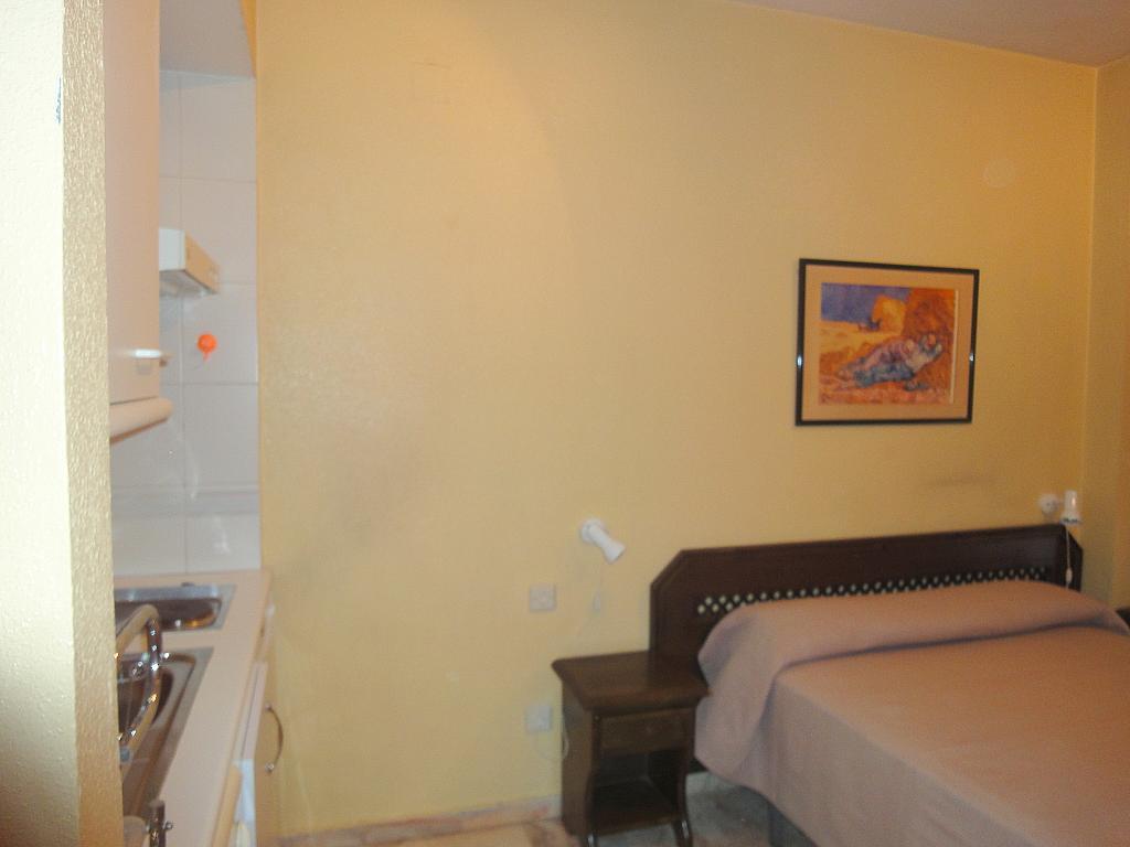 Dormitorio - Estudio en alquiler en calle Alcalde Luis Uruñuela, Av. Ciencias-Emilio Lemos en Sevilla - 144561496